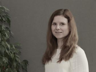 Porträt Frau Juliane Stolz